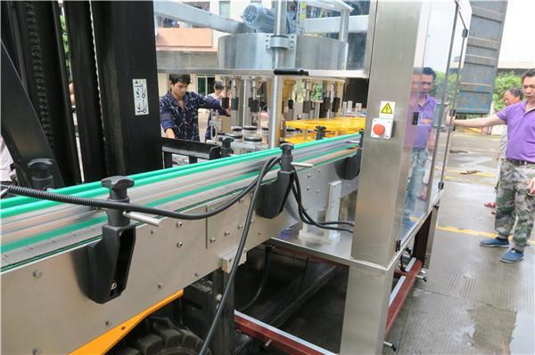 Hatékony palack forgó matrica címkéző gép felszerelés PLC érintőképernyő