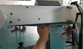 Automatikus palackjelző dupla oldalsó matrica címkéző gép felálló tasakokhoz