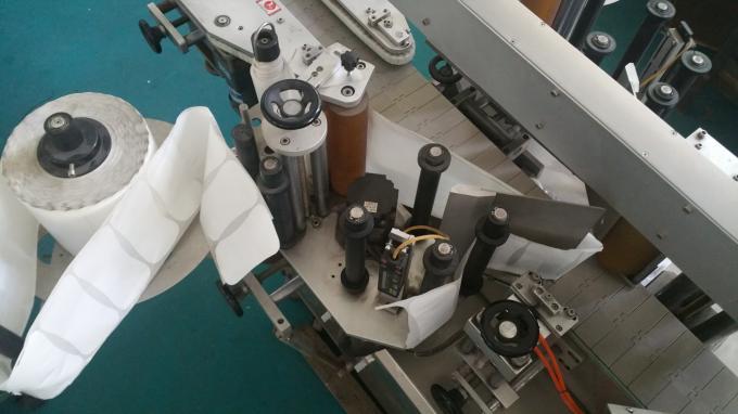 Ovális táskák és palackok címke matrica applikátor, öntapadó címkenyomó gép hosszú szállítószalaggal