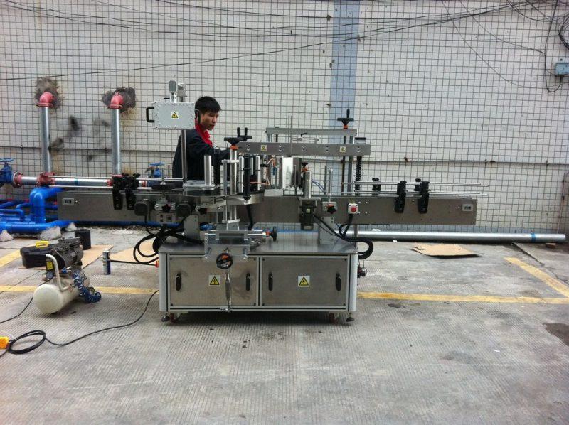 Kína Teljesen automatikus ragasztó kerek palack címkéző gép kisállat palackok elülső és hátsó szállítója