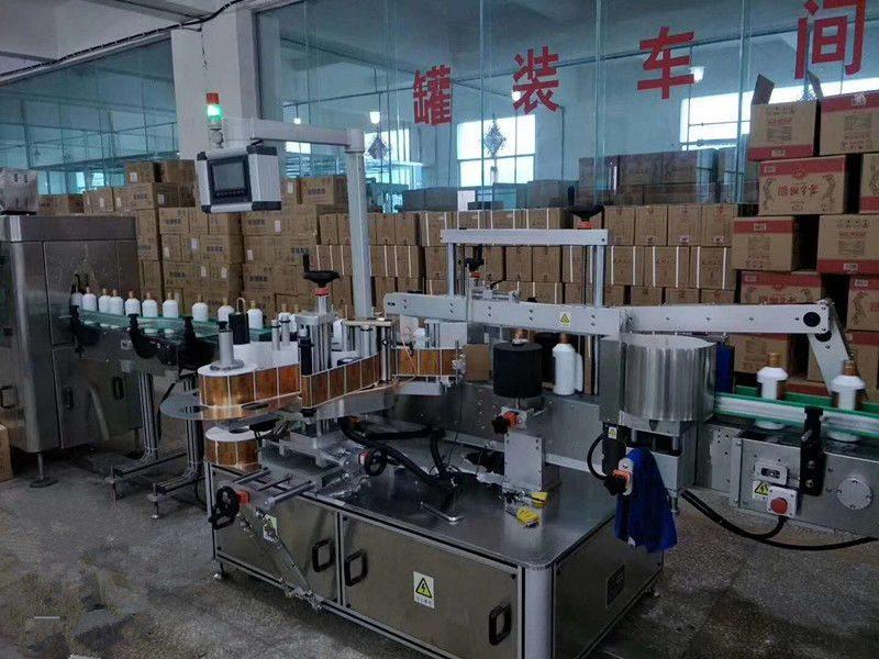 Kína automatikus ragasztó első / hátsó üvegpalack címkéző gép nagy sebességű 5000 - 8000B / H szállító